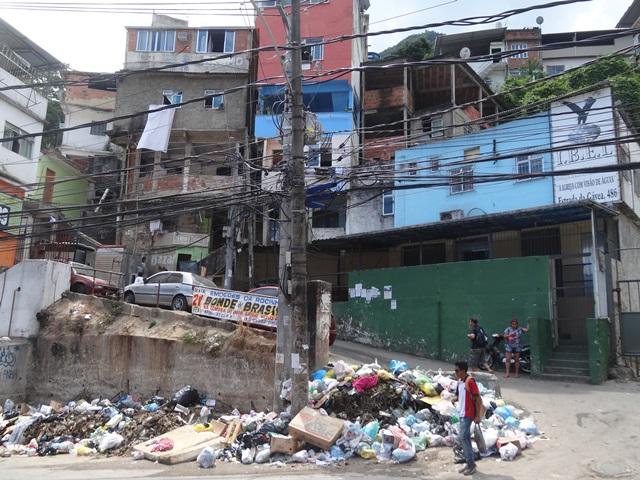 中南米最大のスラム街、ファヴェーラツアー★リオでの日々2(リオデジャネイロ,ブラジル)_e0182138_88610.jpg