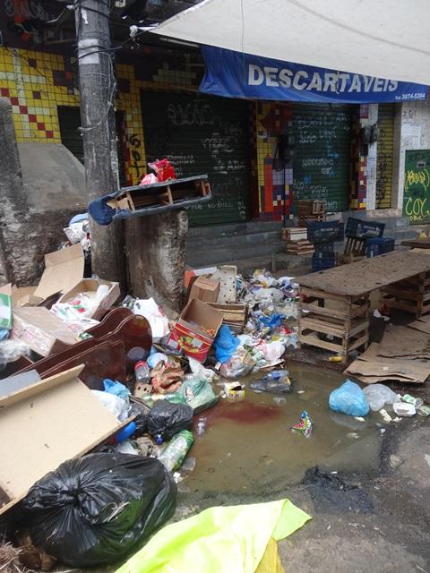 中南米最大のスラム街、ファヴェーラツアー★リオでの日々2(リオデジャネイロ,ブラジル)_e0182138_892238.jpg