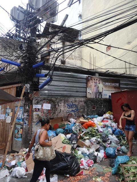 中南米最大のスラム街、ファヴェーラツアー★リオでの日々2(リオデジャネイロ,ブラジル)_e0182138_894199.jpg
