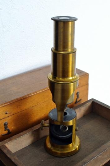 アンティーク携帯顕微鏡_f0280238_12534860.jpg