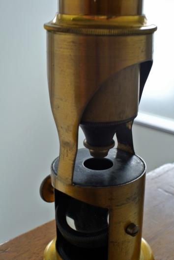 アンティーク携帯顕微鏡_f0280238_12544404.jpg