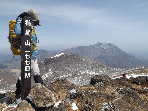 残雪の九重連山を行く 久住山~...