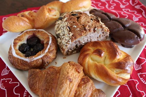 朝ごはんはアンデルセンのパン_a0180279_1815259.jpg