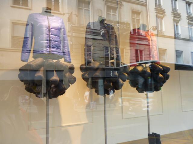 parisの百貨店ウインドゥ事情・・・間に合いましたね!_b0210699_00482524.jpg
