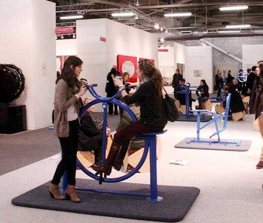 NY最大の美術展覧会「アーモリー・ショー 2014」の椅子_b0007805_12384116.jpg