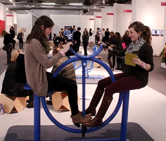 NY最大の美術展覧会「アーモリー・ショー 2014」の椅子_b0007805_12385314.jpg