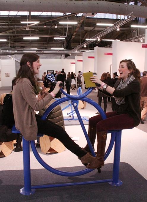 NY最大の美術展覧会「アーモリー・ショー 2014」の椅子_b0007805_12397100.jpg