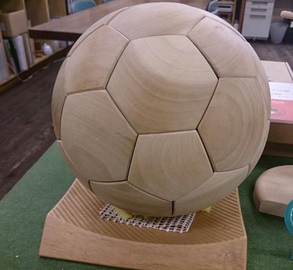 木製サッカーボール_b0211845_12484555.jpg