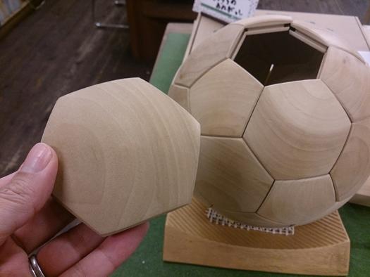 木製サッカーボール_b0211845_12485724.jpg
