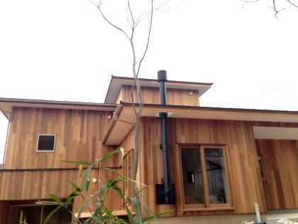 まもなく完成です♪ /「森に佇むイエ/観世音寺の小屋」_e0029115_18464352.jpg