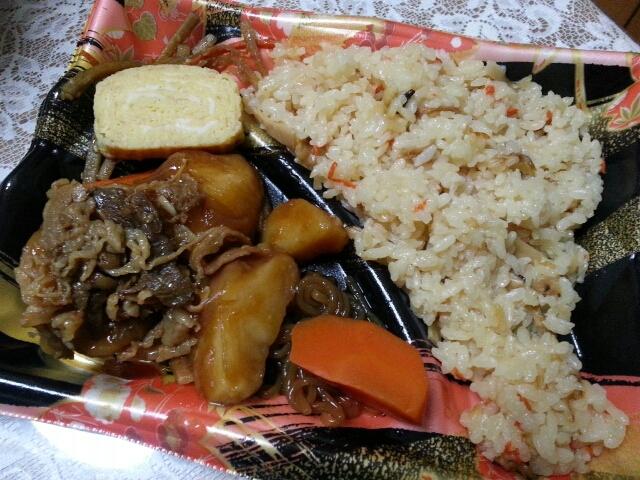 うまヘルシー  竹の子ごはんと肉じゃが煮弁当¥298@西友_b0042308_255285.jpg