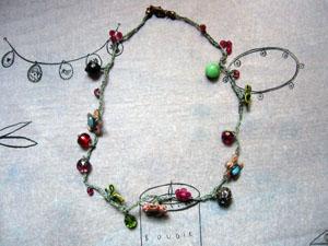 ばらの蕾みのブローチと糸でつないだネックレス_a0155362_20263792.jpg