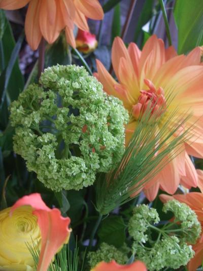 オークリーフ(春色のスタンド装花)_f0049672_17483525.jpg