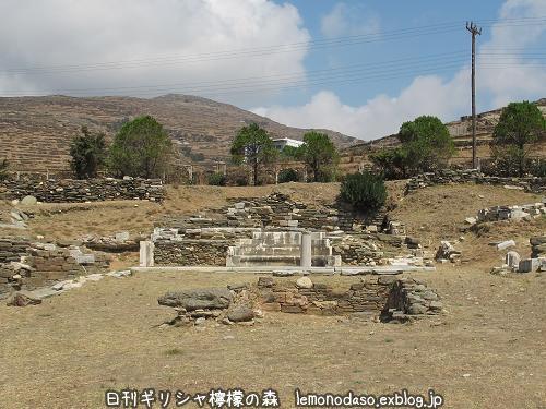 ティノス島のキオニアの泉場遺跡_c0010496_20333027.jpg