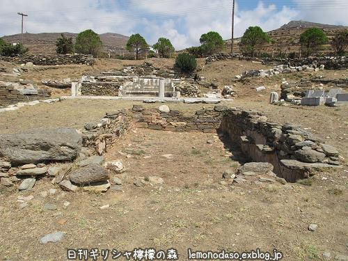 ティノス島のキオニアの泉場遺跡_c0010496_20334330.jpg