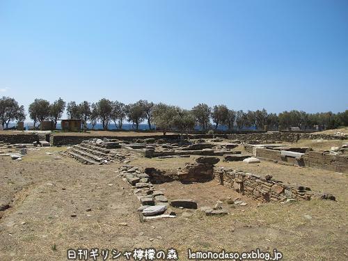 ティノス島のキオニアの泉場遺跡_c0010496_20340156.jpg