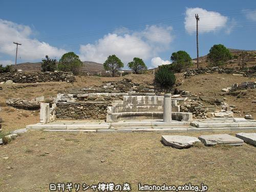 ティノス島のキオニアの泉場遺跡_c0010496_21133056.jpg