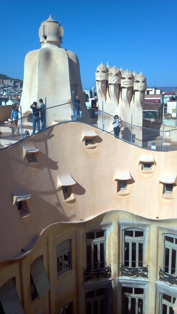 バルセロナの波打つ集合住宅、カサ・ミラ_d0116009_8255256.jpg