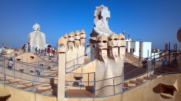 バルセロナの波打つ集合住宅、カサ・ミラ_d0116009_82559.jpg