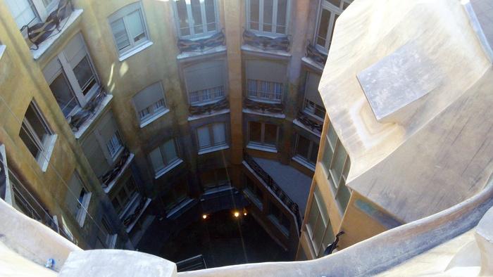 バルセロナの波打つ集合住宅、カサ・ミラ_d0116009_8265195.jpg