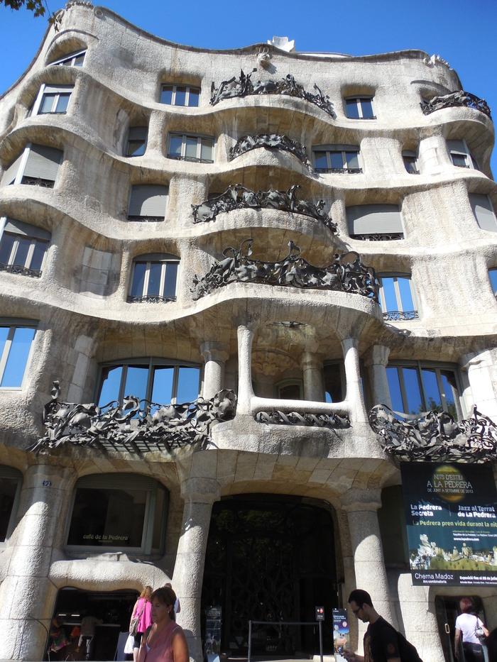 バルセロナの波打つ集合住宅、カサ・ミラ_d0116009_831259.jpg