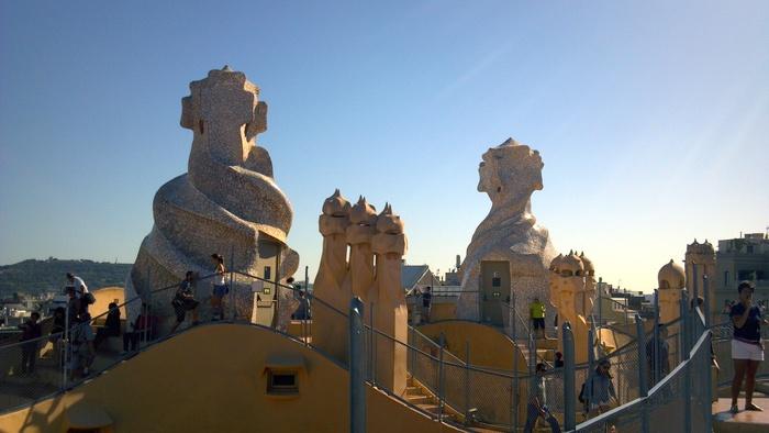 バルセロナの波打つ集合住宅、カサ・ミラ_d0116009_8344334.jpg