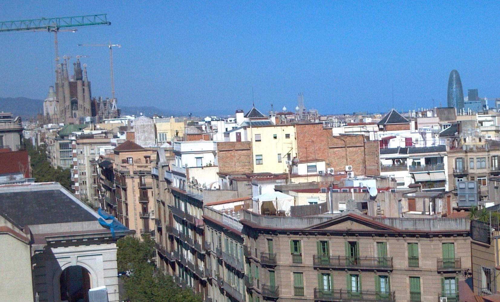 バルセロナの波打つ集合住宅、カサ・ミラ_d0116009_8414858.jpg