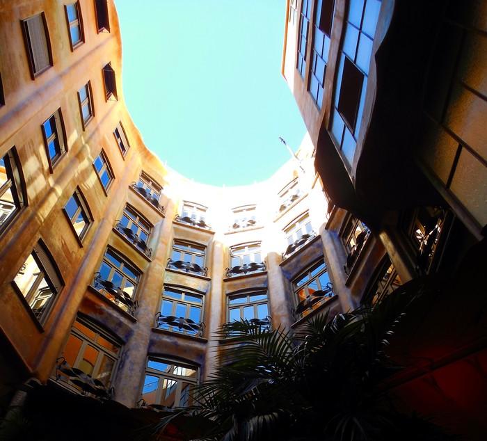 バルセロナの波打つ集合住宅、カサ・ミラ_d0116009_842458.jpg