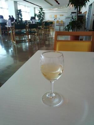 グラスワインで気持ちを落ち着けて_c0309606_14424476.jpg