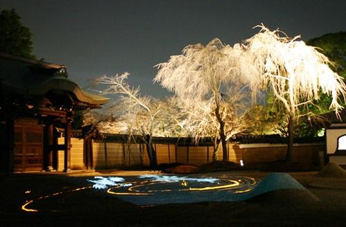 高台寺、白砂が映し出す幽玄な世界_b0067283_15452217.jpg