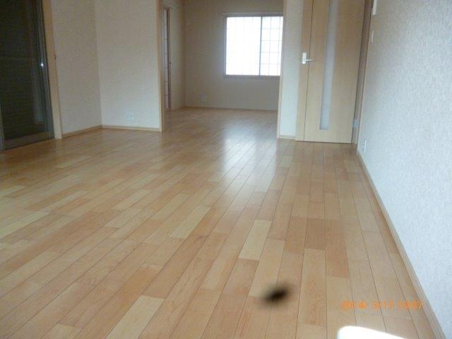 床暖房施工完了 仕上げのフローリング貼りも完了_e0207151_1638822.jpg