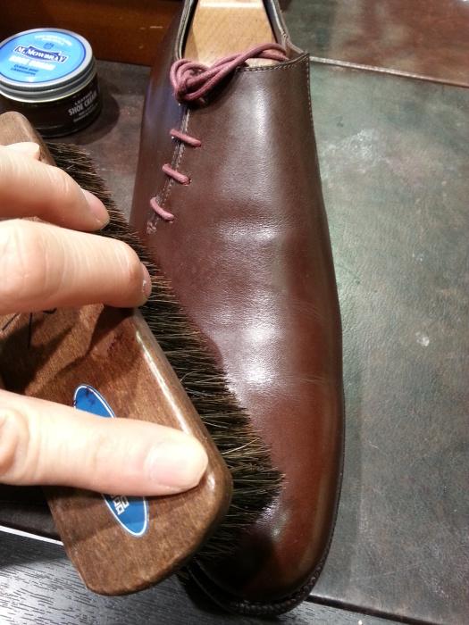 春の始まりに革靴の基本的なお手入れ方法のご紹介です。_b0226322_11063644.jpg