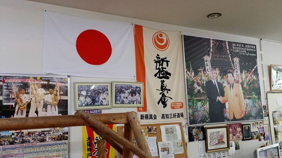 昨年亡くなったお袋さんの命日で、愛媛県新居浜市へ。_c0186691_1512188.jpg