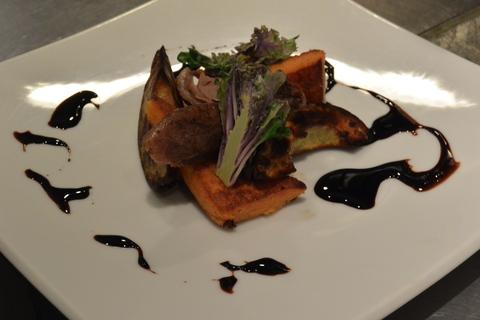 以前好評でした『北海道滝川産の合鴨のコンフィ』を前菜にすると。&3月24日(月)のランチメニュー_d0243849_0353855.jpg