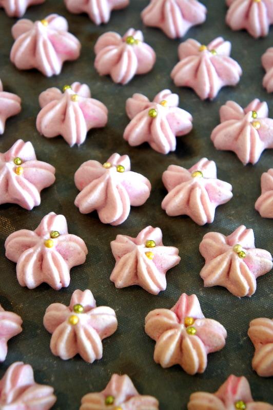 ウエティング 桜のメレンゲ焼き・・_d0210450_21134733.jpg
