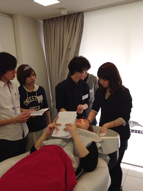 【新入社員】美容師の基本!シャンプーレッスン♪_c0080367_1944255.jpg