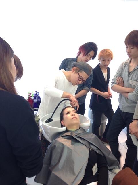 【新入社員】美容師の基本!シャンプーレッスン♪_c0080367_1946241.jpg