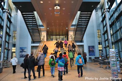 アイスランド・エアウエイブス(15) ムームのバス・ツアー、地熱発電所や名物エビ料理も!_c0003620_2145151.jpg
