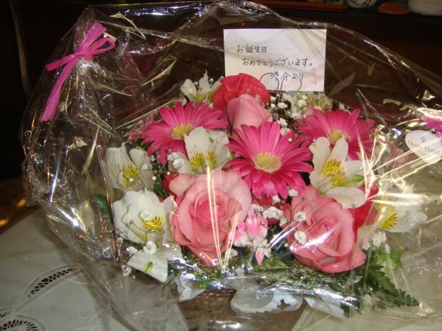 ーー思いがけない、お花!の、プレゼント!で、嬉しかった、誕生日~!--_d0060693_183563.jpg