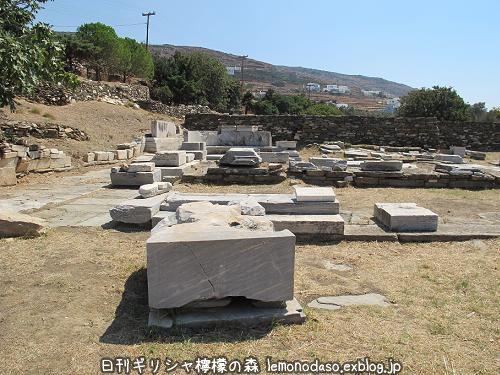 ティノス島のポセイドンとアンピトリテーの祭壇_c0010496_20035397.jpg