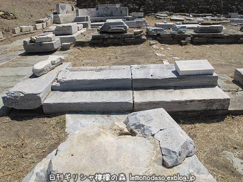 ティノス島のポセイドンとアンピトリテーの祭壇_c0010496_20040686.jpg
