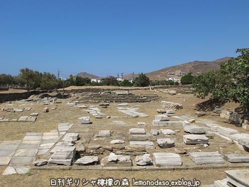 ティノス島のポセイドンとアンピトリテーの祭壇_c0010496_20045829.jpg