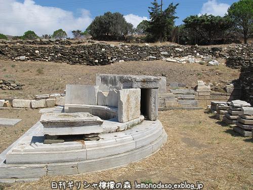 ティノス島キオニアのナウシオンのエキセドラ_c0010496_23342370.jpg