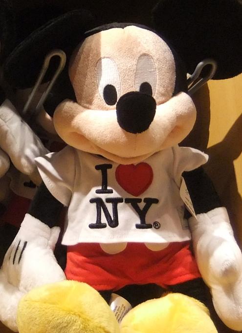 NYのディズニー・ストアにスターウォーズ・コーナー登場!!!_b0007805_2181842.jpg
