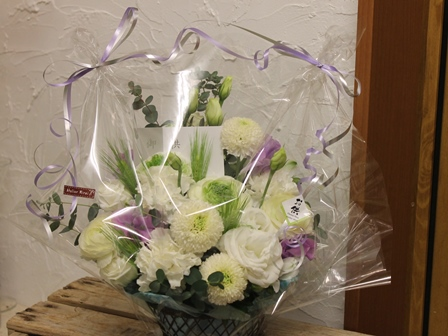 白を基調にブルーや紫をプラスしたお供え花_d0227610_22455499.jpg