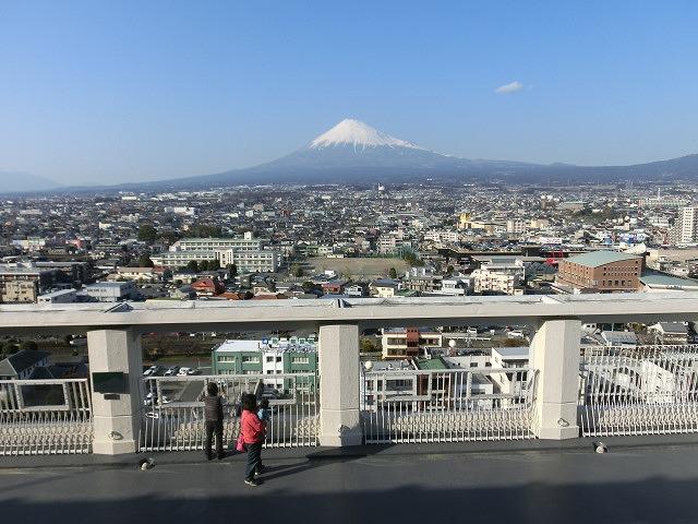 市役所屋上の富士山展望テラス「みえるら」の一般開放が始まった_f0141310_8445751.jpg