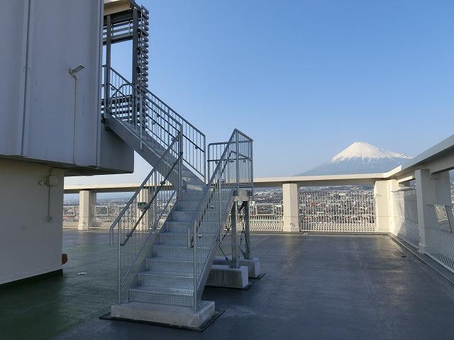 市役所屋上の富士山展望テラス「みえるら」の一般開放が始まった_f0141310_8453018.jpg