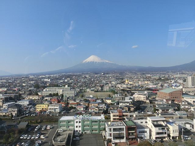 市役所屋上の富士山展望テラス「みえるら」の一般開放が始まった_f0141310_8461552.jpg