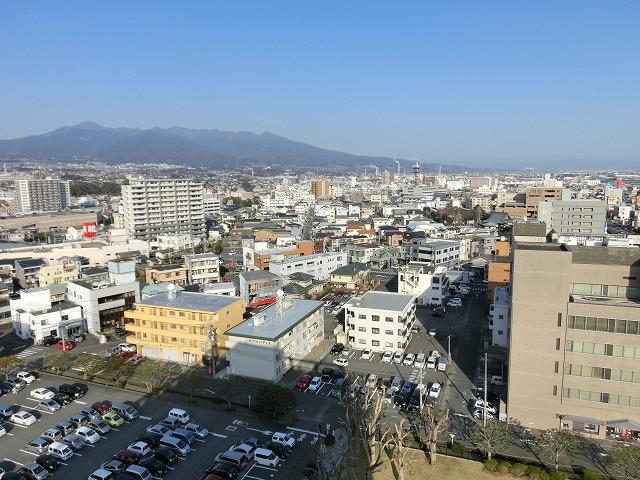市役所屋上の富士山展望テラス「みえるら」の一般開放が始まった_f0141310_846339.jpg