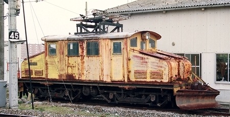 富山地方鉄道 南富山の構内除雪機_e0030537_012641.jpg